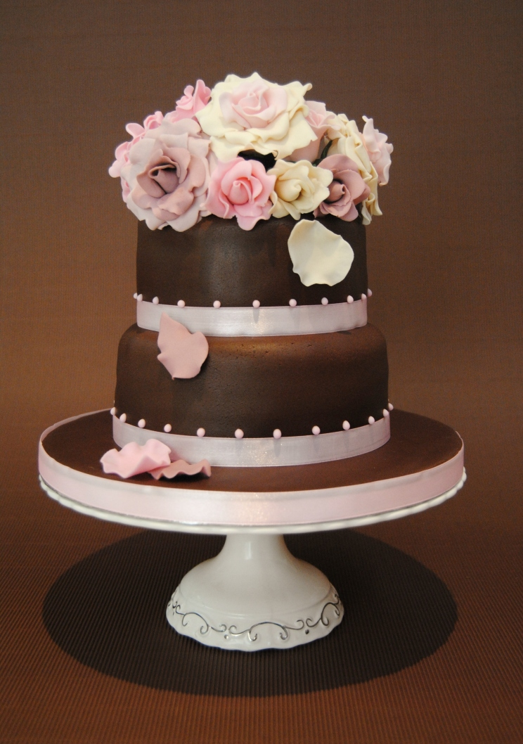 tarta-boda-wedding-cake-mericakes-barcelona-novios-fondant-rosas-chocolate-red-velvet-bouquet-.