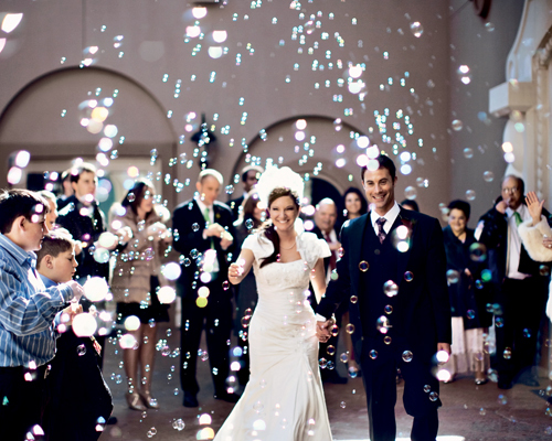 pompas de jabón salida novios boda